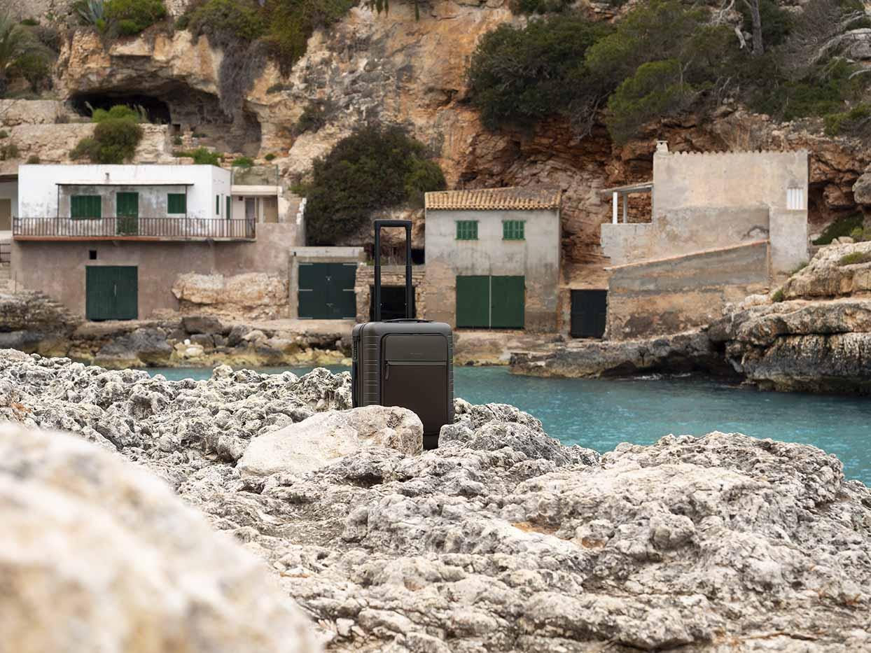 TWENTYTWONOTES-Horizn-Studios-Cala-Llombards-Mallorca
